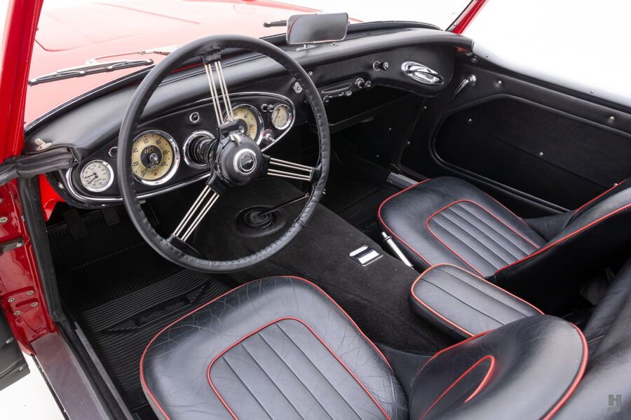Angled View of Interior Front Seats For Sale at Hyman Automobile Dealers in St. Louis, Missouri