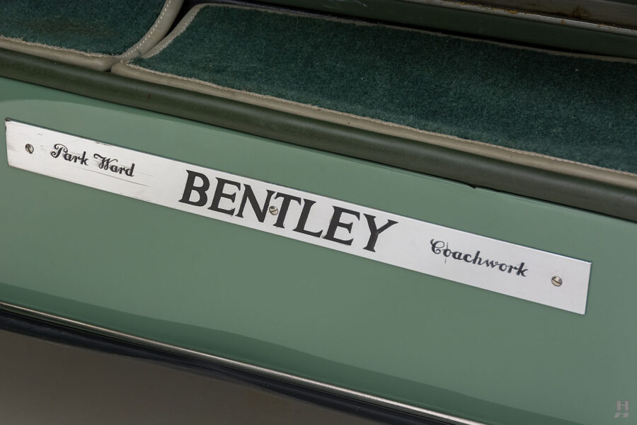 logo on classic 1951 bentley ward coupe for sale at hyman cars