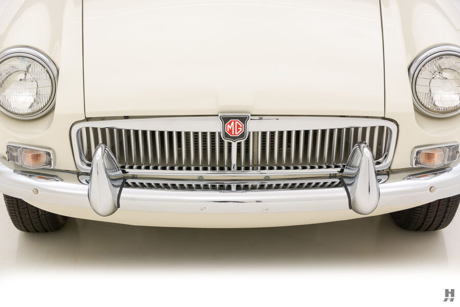 Front View of Classic Car For Sale At Consignment Car Dealership Located in St. Louis, Missouri