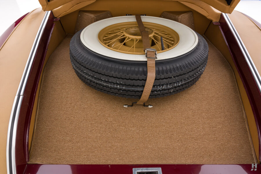spare tire of antique 1932 duesenberg speedster for sale at hyman consignment dealers